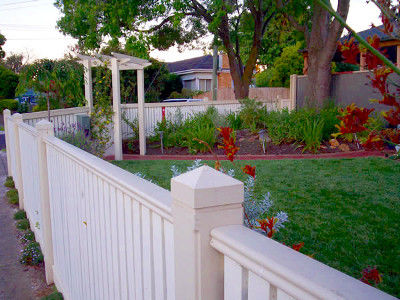 white picket deocrative fencing