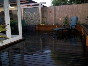 Outdoor living area with privacy screening fencing